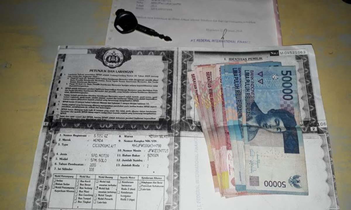 Debt Collector Ini Gadaikan Motor Tarikan