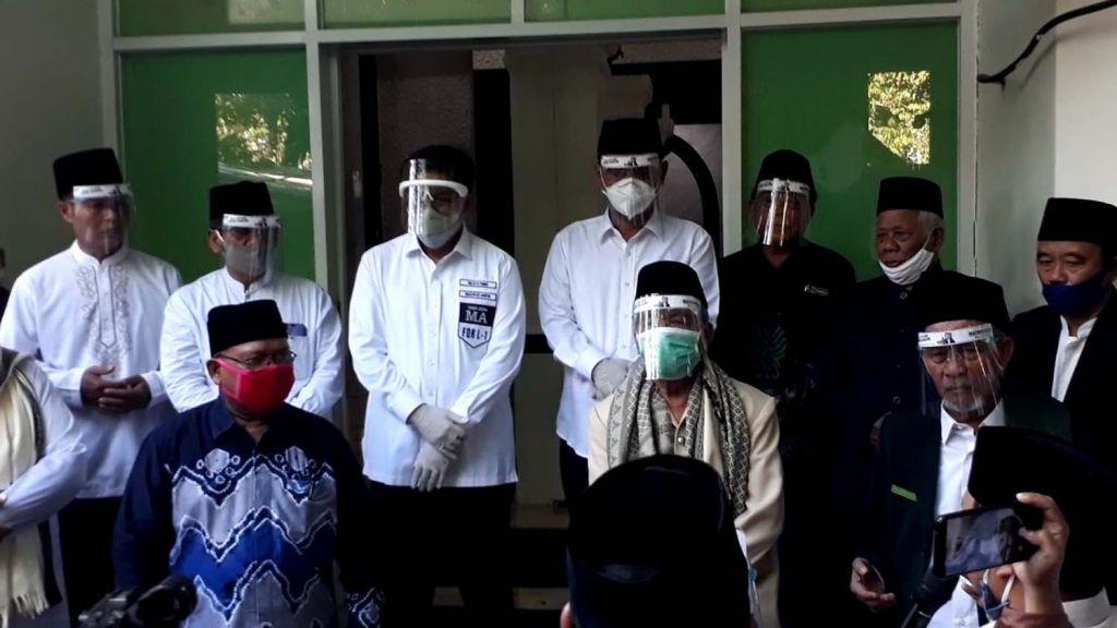 9 kiai doakan Machfud Arifin-Mujiaman bisa memimpin Surabaya