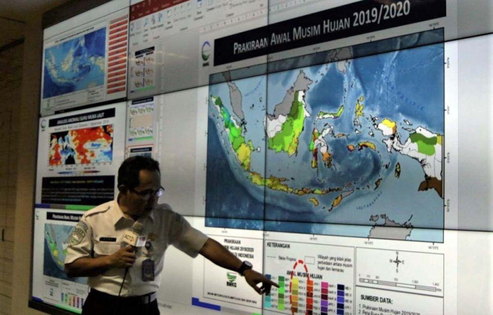 BMKG menunjukkan sebaran asap akibat kebakaran hutan dan lahandi beberapa wilayah di Indonesia