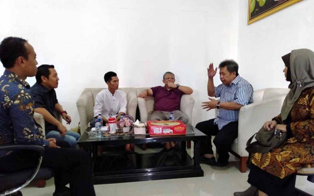 Agus Salim (baju putih polos) saat diterima sejumlah pejabat Pemprov Jatim di Gedung Negara Grahadi, Jalan Gubernur Suryo, Surabaya