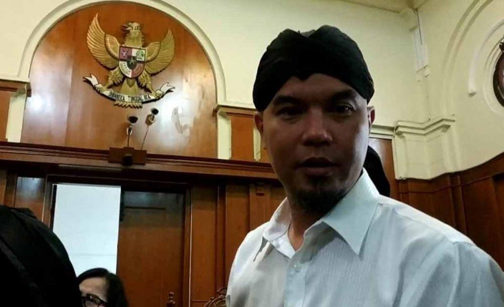 Ahmad Dhani dalam sidang lanjutan di Pengadilan Negeri Surabaya