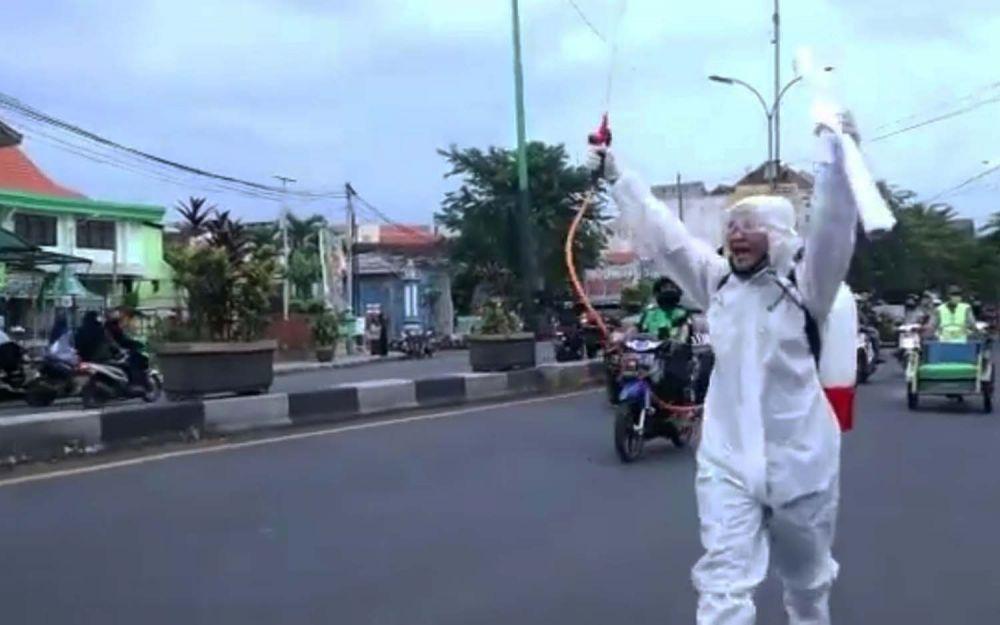 Henry Sulfianto saat menggelar aksi tunggal di Pasuruan