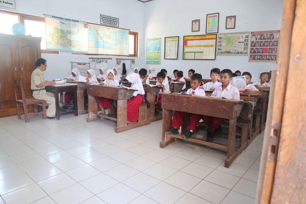 Meski lumpuh, Fattan tak pernah minder saat belajar bersama 23 teman sekelasnya