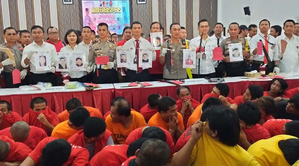 Para tersangka kasus kriminal dan narkoba yang ditangkap Polrestabes Surabaya sepanjang 2019