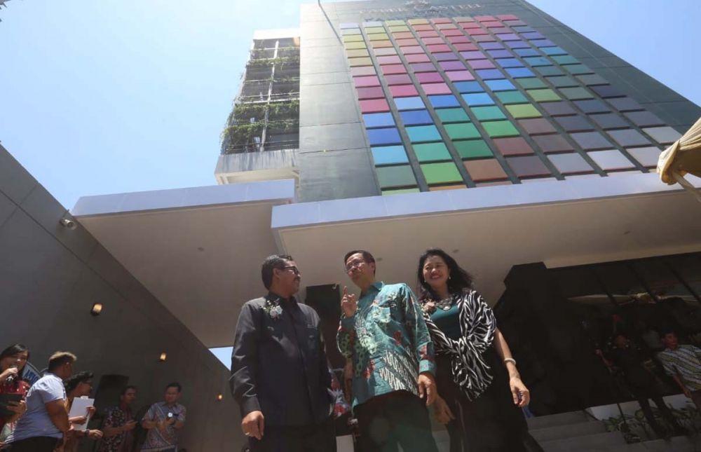 Gedung Art Center milik Faber-Castell di Jalan Tenggilis Mejoyo, Surabaya