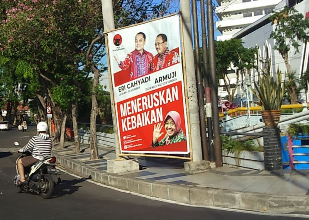 Baliho liar Paslon Erji di dekat Jembatan Jalan Yos Sudarso, Surabaya
