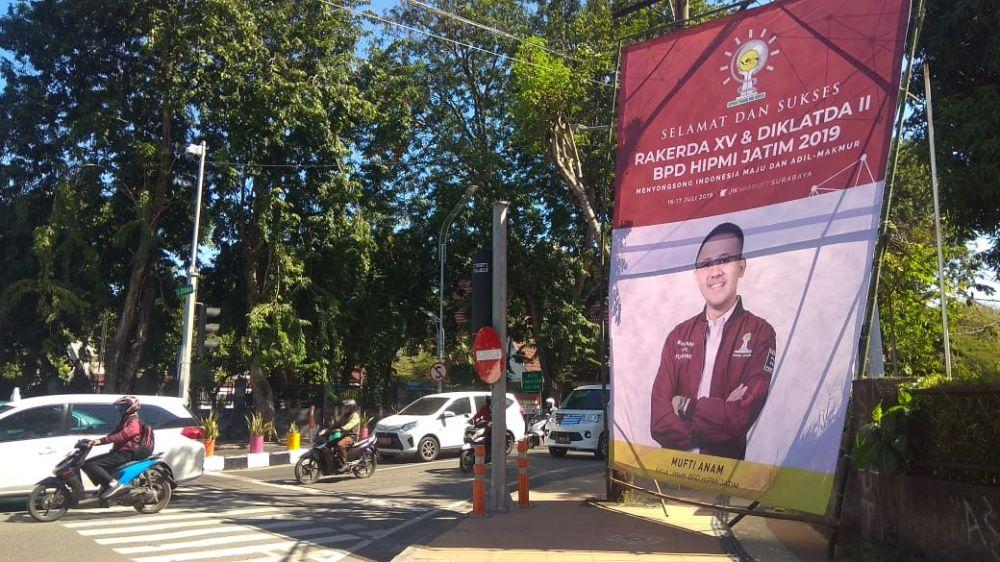 Penampakan baliho Ketum Hipmi Jatim di Surabaya