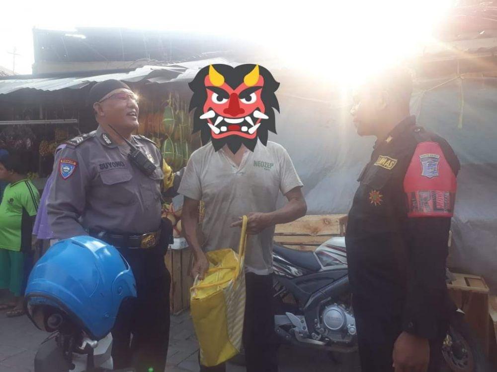 WDD, ayah balita saat hendak dibawa ke Liponsos Keputih Surabaya
