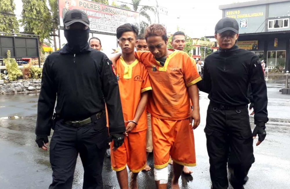 Tim Jaka Tingkir Polres Lamongan menggiring empat pelaku komplotan bandit motor 30 TKP
