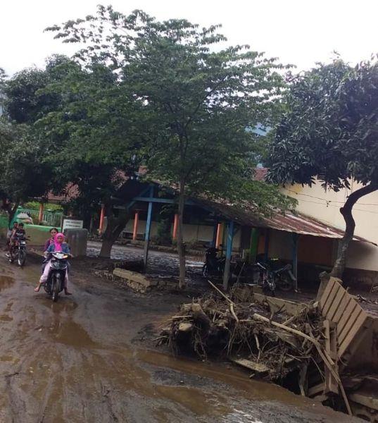 Material banjir bandang di perkampungan lereng Gunung Ijen, Bondowoso
