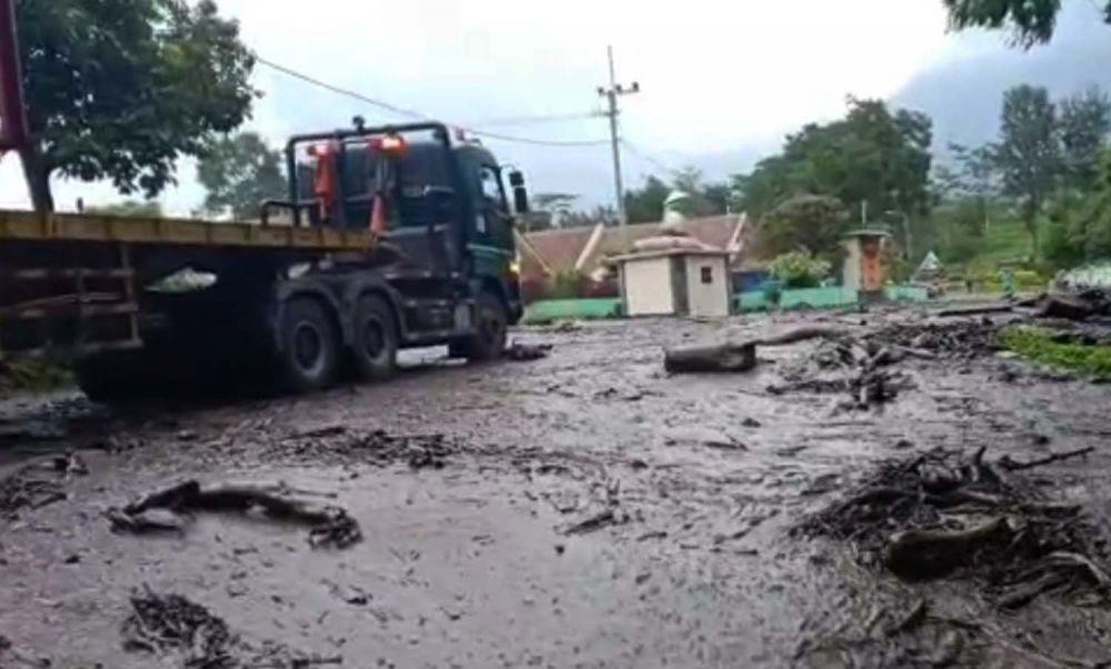 Banjir lumpur terjang perkampungan di lereng Gunung Ijen