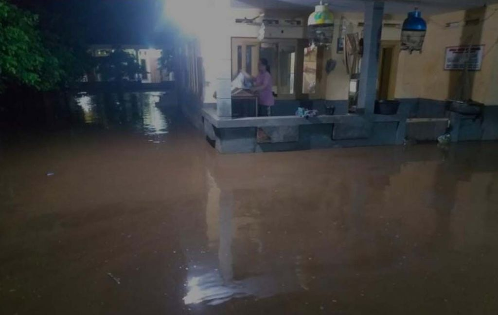 Kondisi banjir dua desa di Probolinggo pada Minggu (28/2/2021) malam