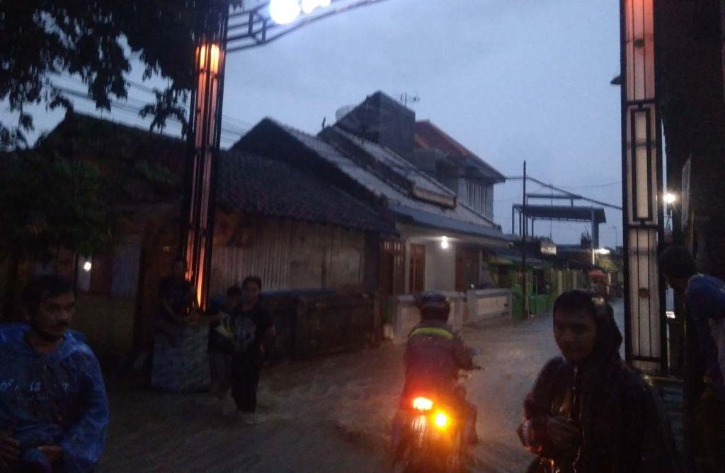 Banjir di Dusun Grogol, Desa Kalisalam, Kecamatan Dringu, Kabupaten Probolinggo
