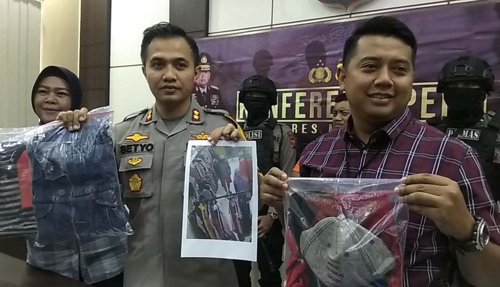 Barang bukti kejahatan sang begal payudara dibeber di Mapolres Mojokerto