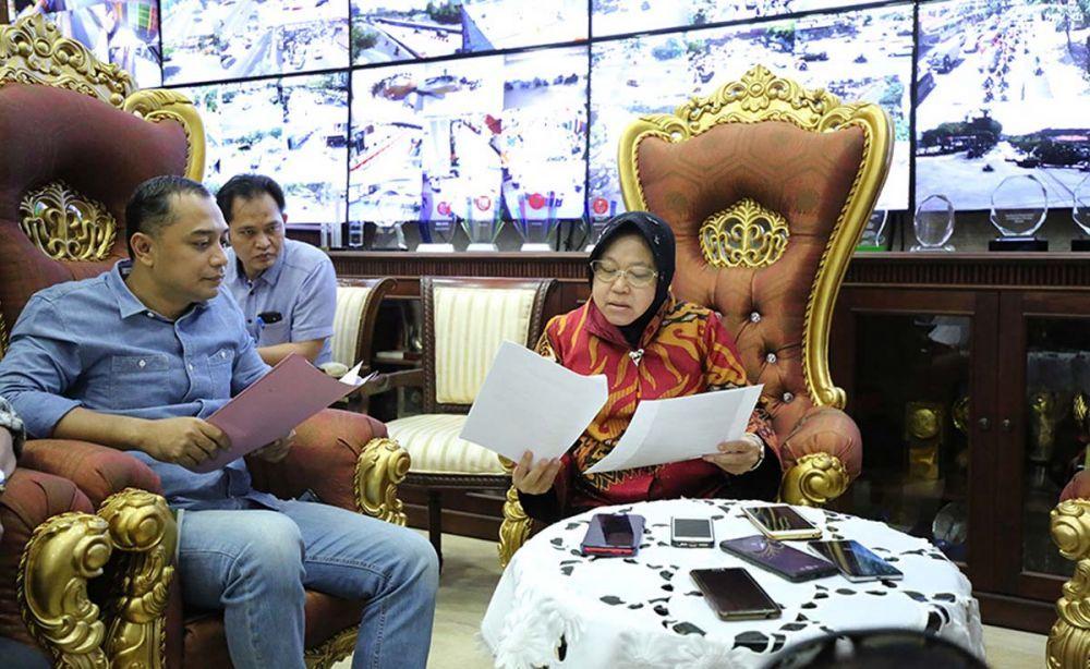 Kepala Bappeko Surabaya Eri Cahyadi bersama Wali Kota Risma
