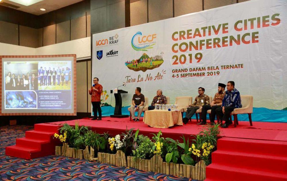 Bupati Anas menjadi salah satu narasumber Konferensi Kota Kreatif di Ternate