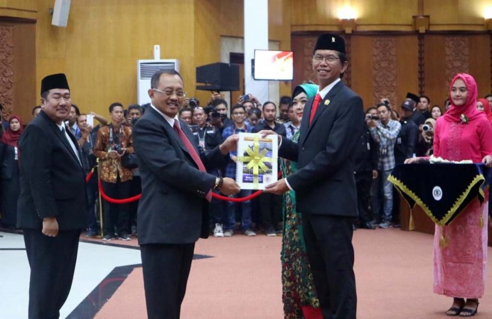Adi Sutarwijono bersama Armuji, mantan Ketua DPRD Surabaya