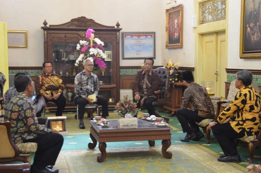 Pertemuan Bupati Trenggalek Mas Ipin dengan Sri Sultan Hamengkubuwono X di Yogyakarta