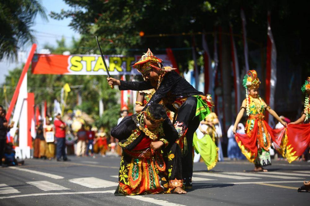 Penampilan salah satu peserta Karnaval Kebangsaan Banyuwangi