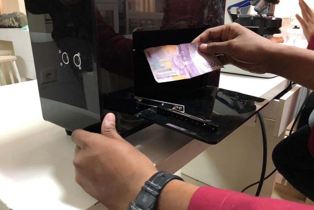 Mahasiswa UM Surabaya ciptakan Covid Box penghalau Virus Corona