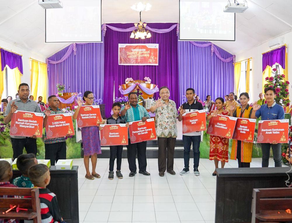 Pelindo III dan Waskita berbagi kebahagiaan pada perayaan Natal 2019 di Kupang, NTT