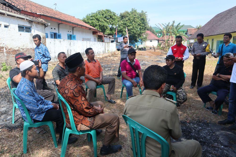 Mediasi dilakukan antara warga yang menolak dan yayasan pendiri SMP IT di Ponorogo