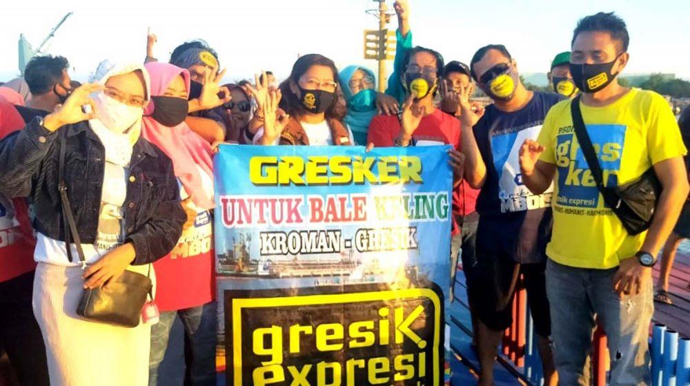 Komunitas pegiat media sosial Facebook yang ikut serta mengubah tampilan Dermaga Balai Keling di Kelurahan Kroman, Kabupaten Gresik