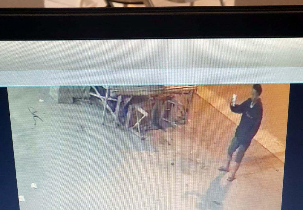 Pria yang diduga perekam aksi onani di bilik ATM