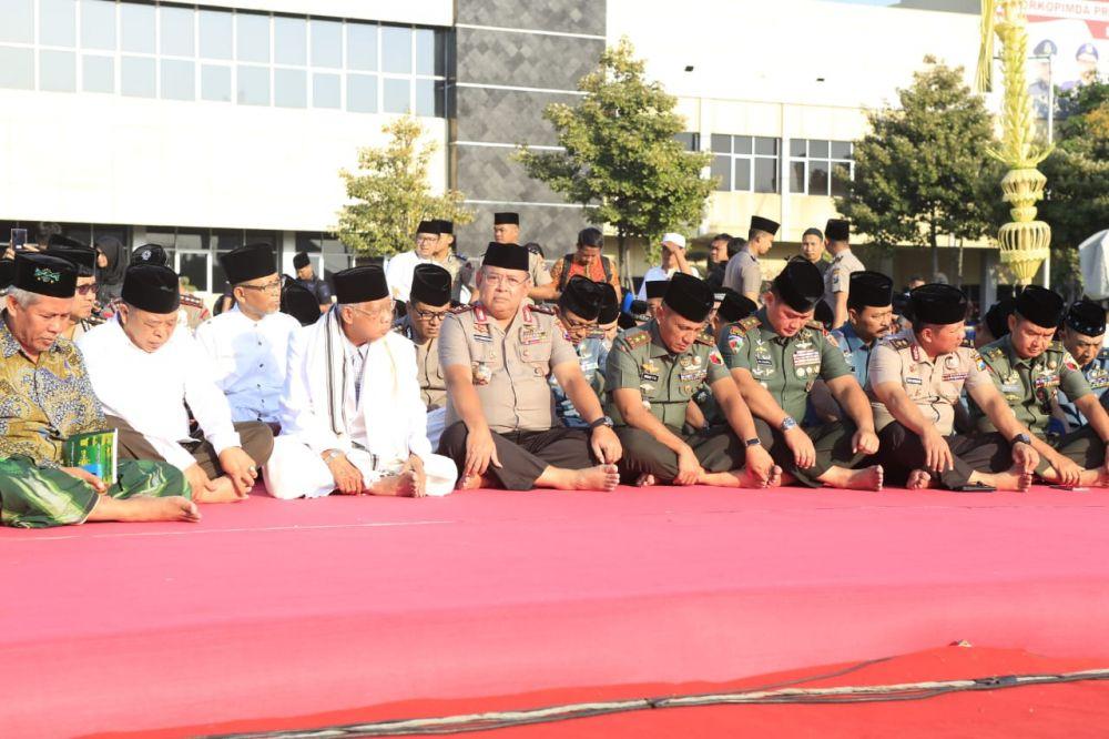 Kapolda Jatim dan Pangdam V Brawijaya bersama para alim ulama Jawa Timur