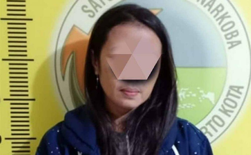 Ibu muda yang diduga jadi pengedar narkoba diamankan di Mapolres Mojokerto Kota