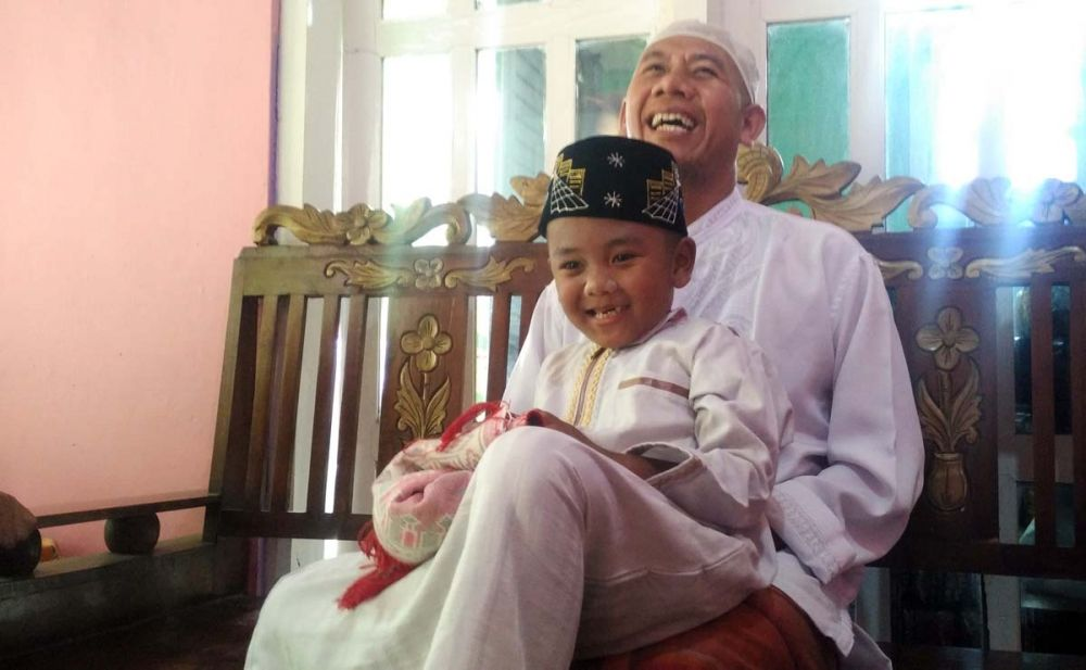 Fajrin bersama Muhaimin, ayahnya