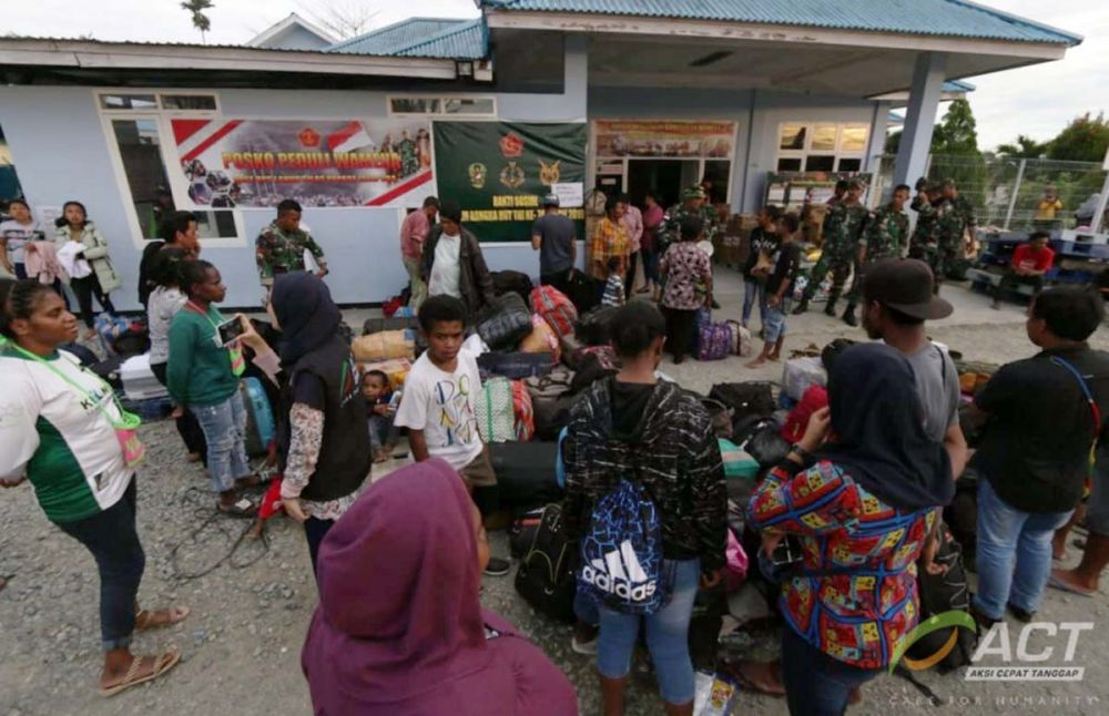 Para korban konflik Wamena saat mengungsi di posko pengungsian Masjid Al-Aqso, Sentani, Jayapura