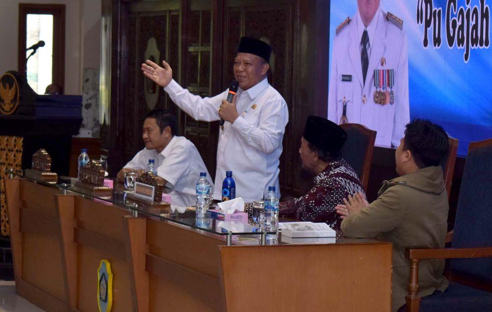 Bupati Lamongan Fadeli dalam Seminar Sejarah PU Gajah Mada Putra Lamongan di Pendopo Lokatantra