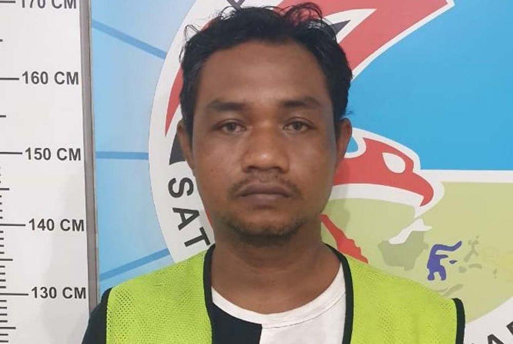 Tersangka Gatot Priyono diamankan di Mapolrestabes Surabaya