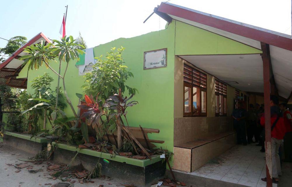 Atap ruang karawitan di SMPN Satu Atap Jambong, Ponorogo, ambruk