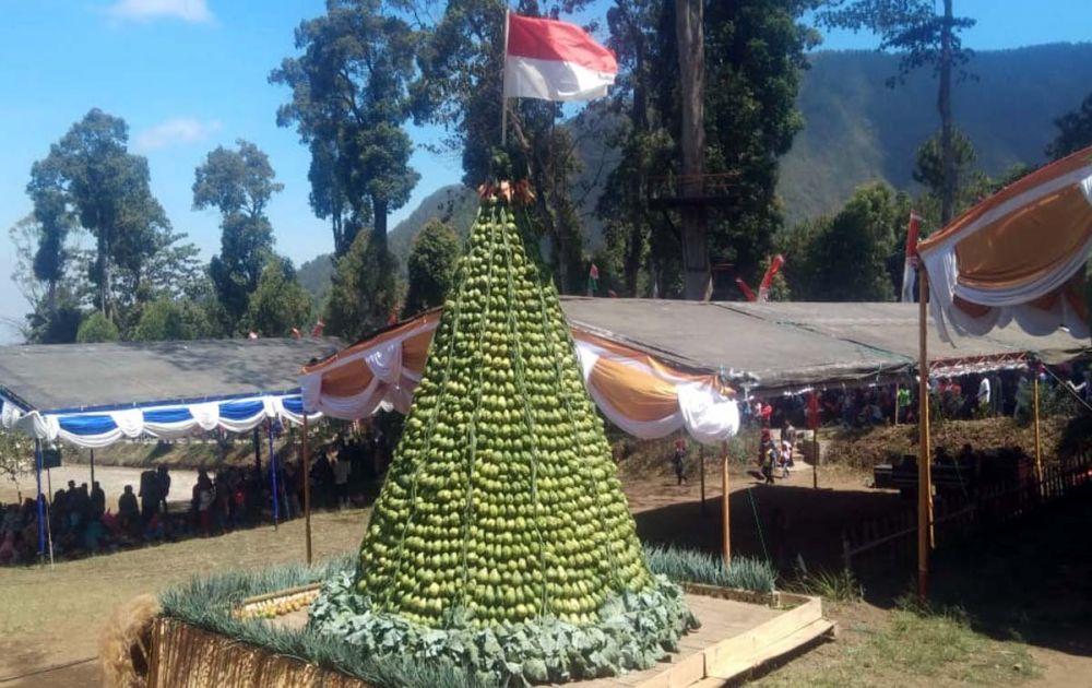 Parade 1000 tumpeng dalam peringatan Hari Jadi ke-236 Desa Genilangit di Wisata Geni Langit, Magetan