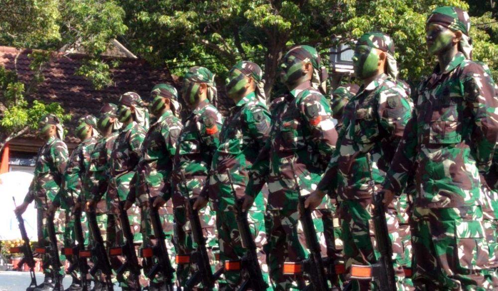 Atraksi dari anggota TNI yang berdinas di Kodim setempat setelah upacara
