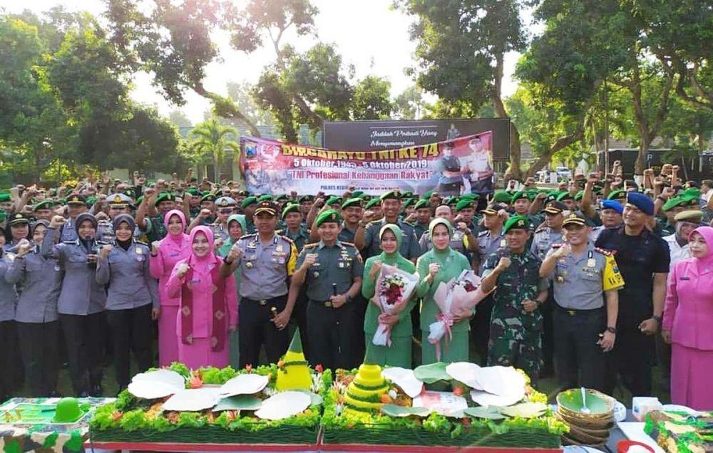 Sinergitas TNI Polri dalam rangka peringatan HUT TNI ke-74 di Kodim Kediri, Jumat (4/10/2019)