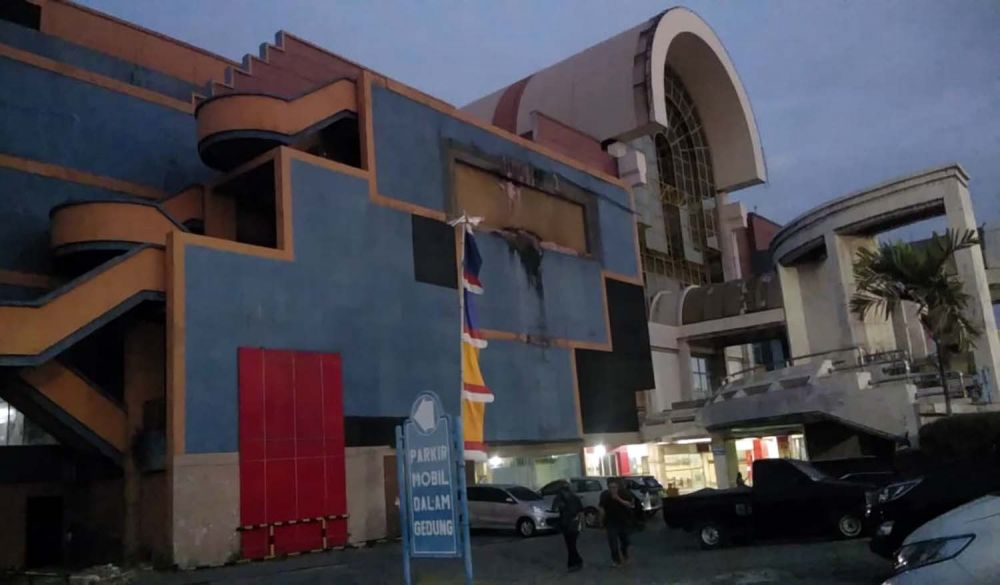 Jeritan Pedagang Hi Tech Mall Surabaya Ke Mujiaman