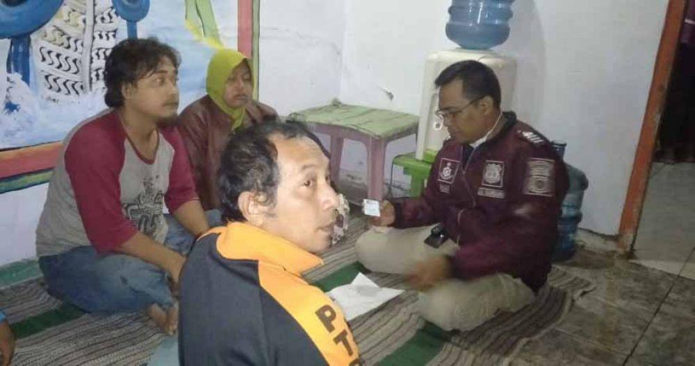 Polisi mendatangi lokasi bunuh diri seorang ibu dan anak di Pasuruan