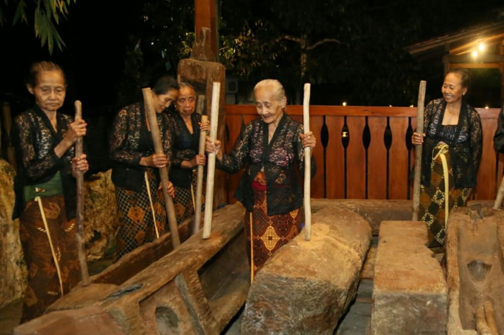 Salah satu budaya dan adat di Desa Kemiren, Kecamatan Glagah, Kabupaten Banyuwangi