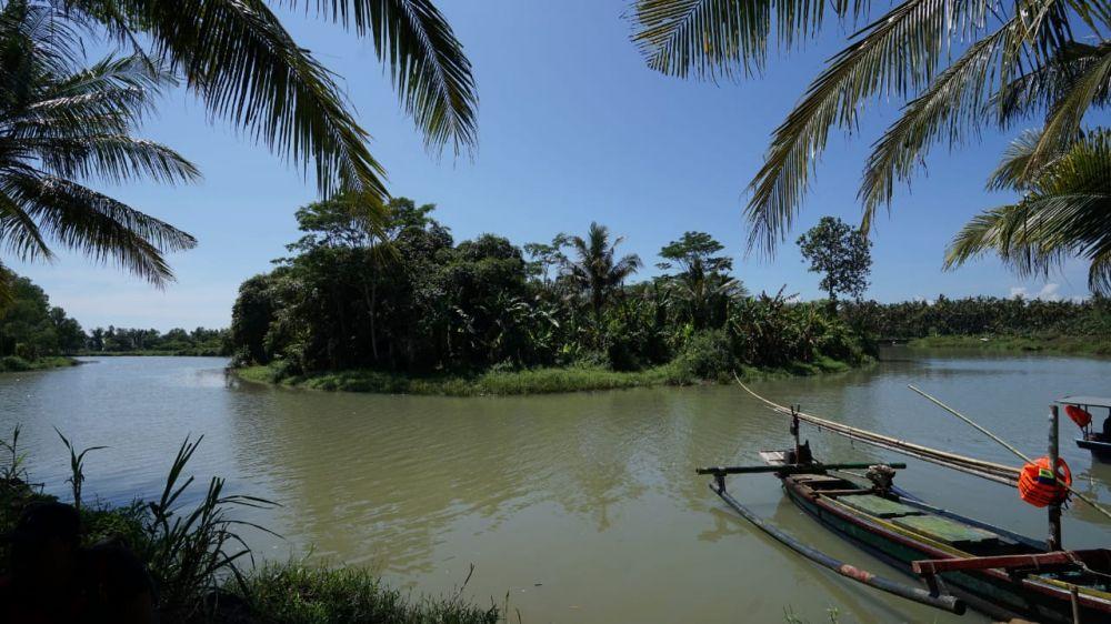Pantai Kedung Derus, Desa Pondoknongko, Kecamatan Kabat, Kabupaten Banyuwangi
