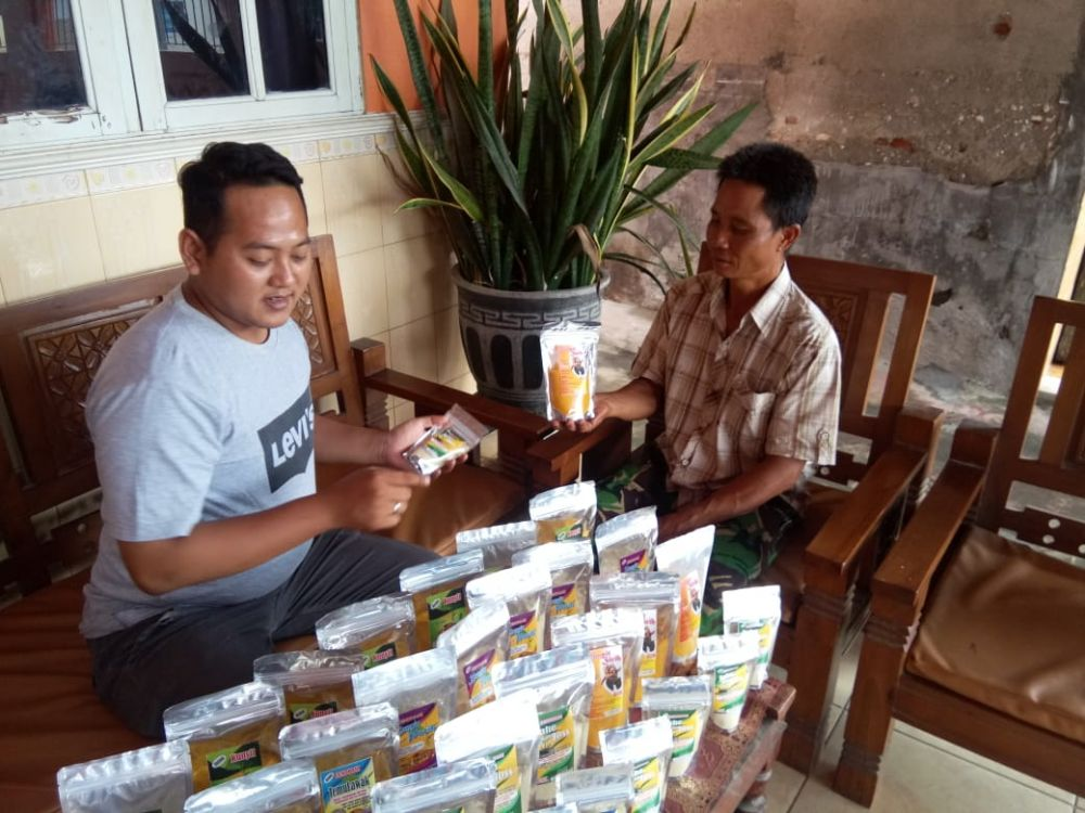 Mustiko Romadhoni, produsen empon-empon instan di Mojokerto melayani pembeli