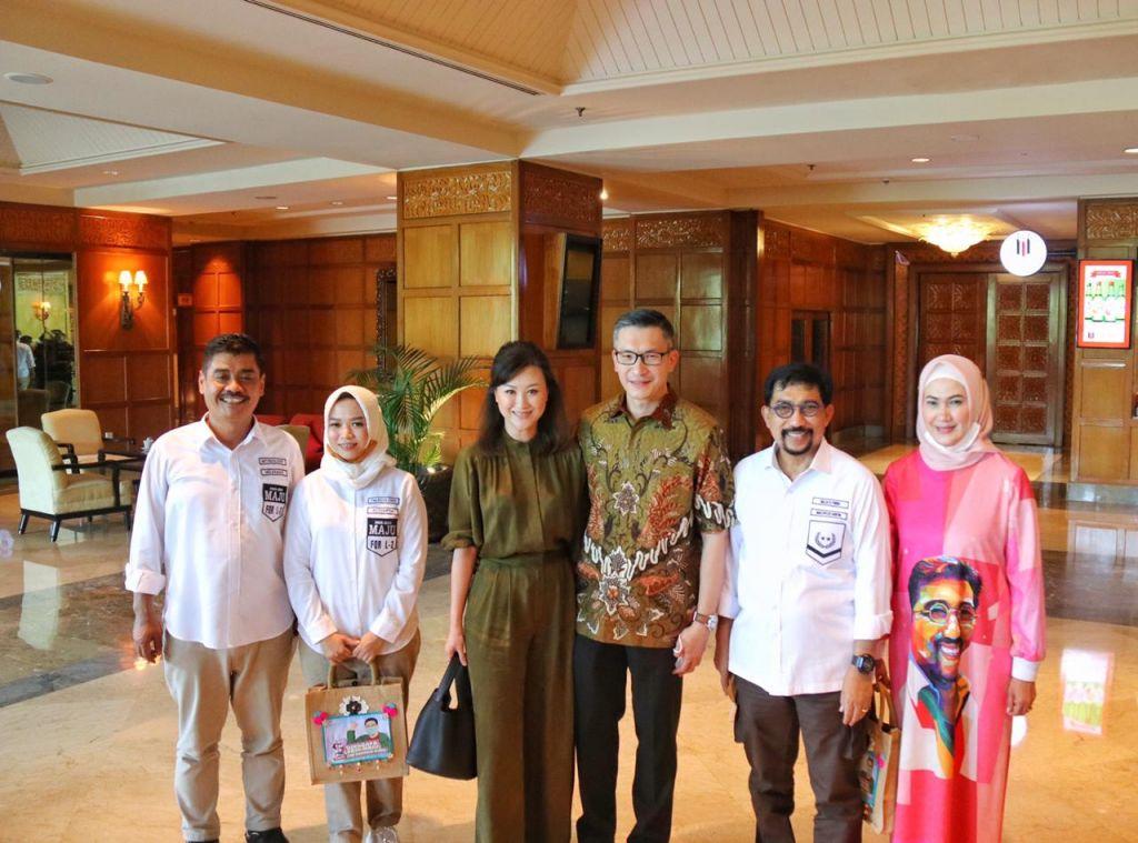 Machfud Arifin-Mujiaman saat bersilaturahmi ke Gereja Mawar Sharon Surabaya