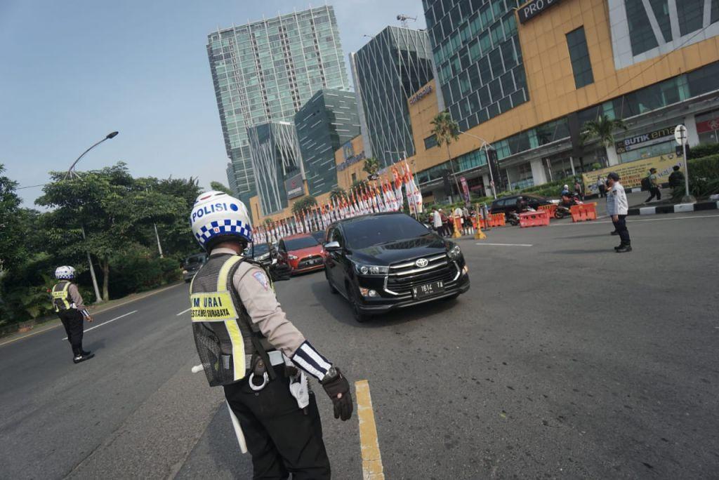 Penyekatan larangan mudik pintu masuk Kota Surabaya di Bundaran Waru atau Cito Mall