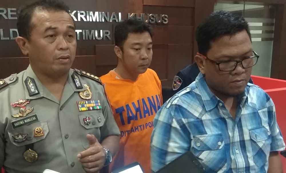 Arif Kurniawan Radjasa usai diperiksa di Polda Jatim