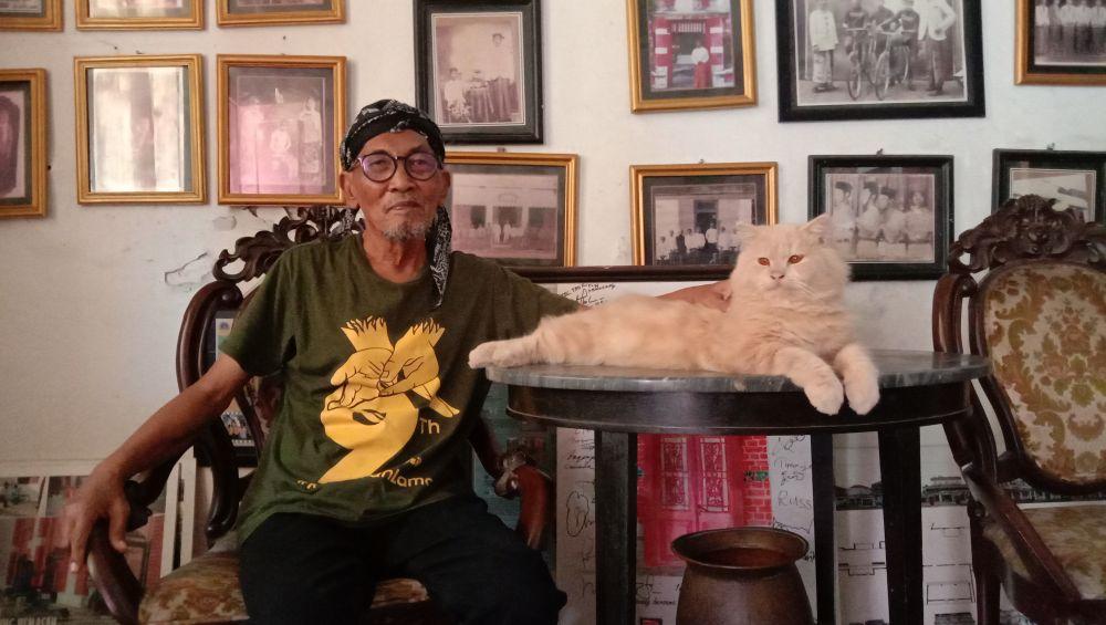 Pak Nud saat ditemui di rumahnya di Kampung Kemasan, Gresik
