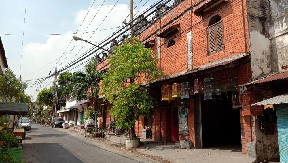 Bangunan kuno yang berada di Jalan Nyai Ageng Arem Arem, Gresik