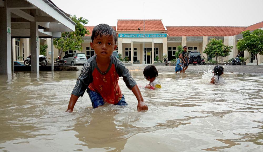 Kantor Kecamatan Benjeng juga terendam air banjir