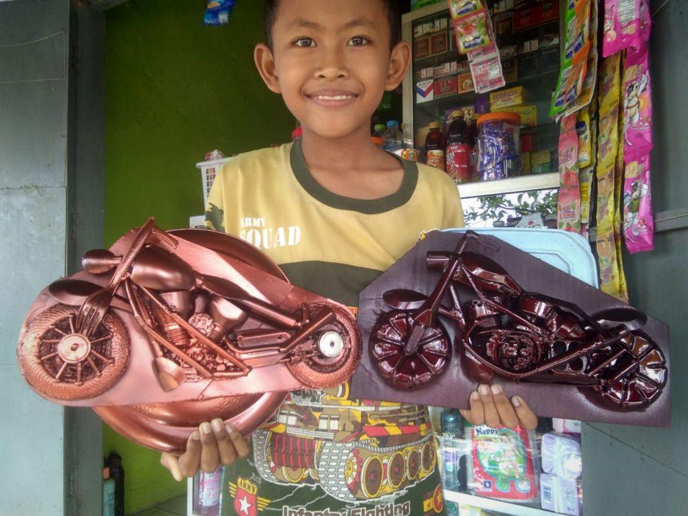 Replika moge karya Ngatimun, warga Brondong, Lamongan